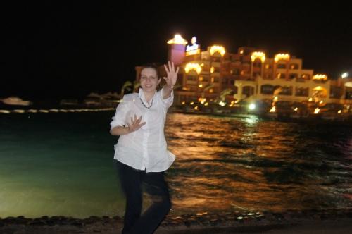 Zdjęcie z podróży poślubnej do Egiptu. Głupie, stare, ale (prawie) idealnie oddaje moją ubiorową  filozofię :D