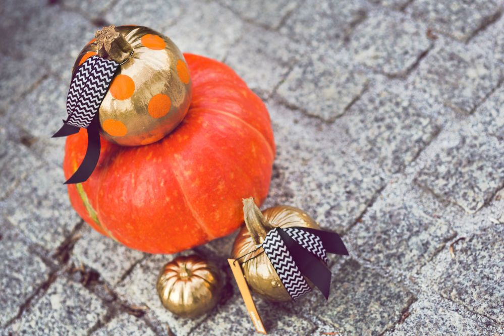 kaboompics.com_Home Decorations- Beautiful gold painted Pumpkins II