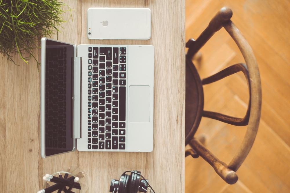 kaboompics.com_Top view of desk with laptop, iPhone, pencils & headphones