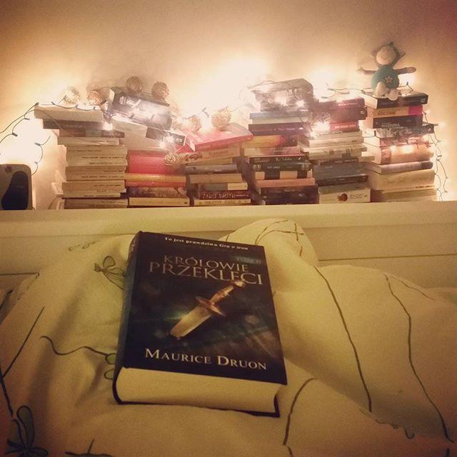 Świąteczne czytanie, ale lampki zostają w sypialni na stałe <3
